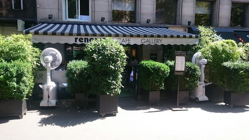 brumisateur ventilateur en terrasse de restaurant