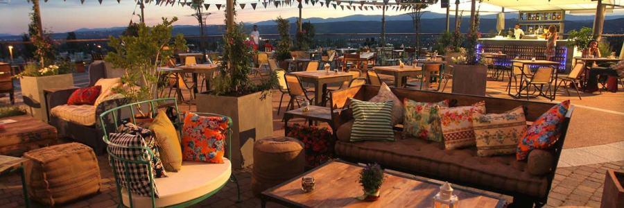 Terrasse, café restaurant à La Réunion, ventilateur